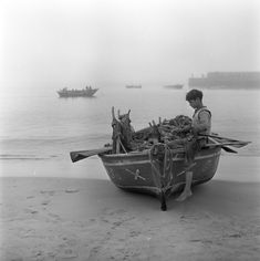 Portugal by Arthur Pastor. Douro Portugal, Photo Location, Vintage Photographs, Historical Photos, Portuguese, Black And White Photography, Monochrome, Cool Photos, Old Things