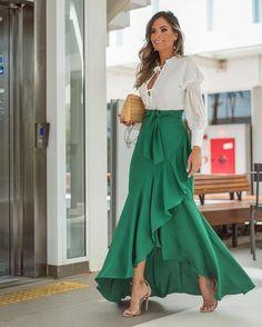 32 Street Style Looks Glam Dresses, Elegant Dresses, Casual Dresses, Amazing Dresses, Hijab Fashion, Girl Fashion, Fashion Dresses, Fashion Bags, Skirt Outfits