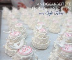 Handgearbeitete Mini-Hochzeitstörtchen - jedem das seine   Handmade Mini Wedding Cakes - one for everyone!