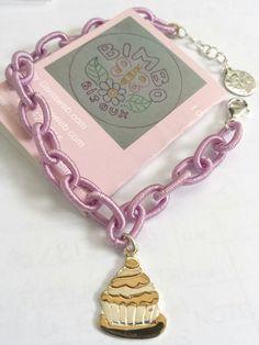 Bracciale in seta lilla con chiusura argento e ciondolo cupcacke