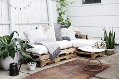 How to Make a Couch Out of Pallets | Hunker