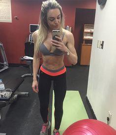 2o cardio do dia e treino de pose! Sempre há o que melhorar.!   ________________________________________  #camilamissbikini #bikinicompetition #bikinifitness #teampannain #teamgustavootto #gactionteam #teamgaction #atletabikini #atletagaction #experimenteopoder #gaction #missfitbrasil #fitzeestore #clinicanewestetic #juproenca #asiangarden #uplayfitness #olympiaalimentos #eatolympia #eatclean