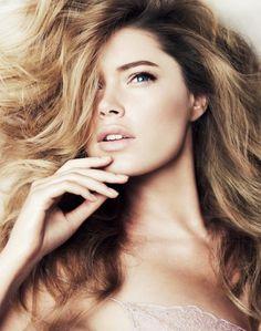 Saçlarınızın renginden sıkıldınız ve değiştirmek istiyorsunuz.Öncelikle evde saç boyalarını kullanarak saç renginizi değiştirmek istediğiniz dedikkat etme