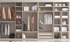 Somos muchas las personas a las que nos encantaría tener un espacio amplio y abierto para guardar todas nuestras prendas de ropa, calzado y complementos. Para ello no hay nada mejor que un vestidor…