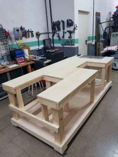 Workbench Plans Diy, Woodworking Bench Plans, Garage Tools, Woodworking Workbench, Garage Workshop, Woodworking Projects Diy, Woodworking Techniques, Woodworking Furniture, Mobile Workbench