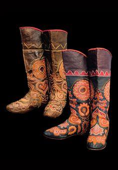 Pair of Ichigi boots.  Leather.  ca. 1900 - 1910.  | Image courtesy of;  Republic of Tatarstan State Museum of Fine Arts (ГМИИ РТ)