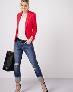 Fitted blazer featuring a single button closure and buttons at the wrists. Perfect to pair with a jean, skirt or tailored pant for a chic and modern look.- Fully lined - Long sleeve- Flap pockets Casual Wear, Casual Outfits, Cute Outfits, Spring Summer Fashion, Spring Outfits, Wardrobe Basics, Office Fashion, Elegant Woman, Jeans