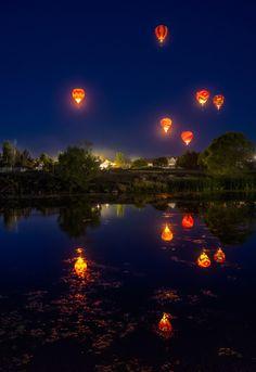 Dawn Patrol at Great Reno Balloon Race Reno, Nevada, USA ~ by Beau Rogers Balloon Race, Air Balloon Rides, Hot Air Balloon, Balloon Glow, Beautiful World, Beautiful Images, Beautiful Photos Of Nature, Nature Photos, Air Ballon