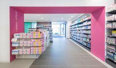 Mobil M présente la Pharmacie Aven Belon située à Riec-sur-Belon. Des espaces très bien délimités dans une pharmacie épurée, tel a été le défi de Mobil M!