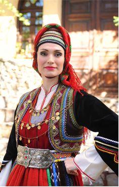 Βλάχοι Προσοτσανης Ουρανια Ζαχαρακη Greek Traditional Dress, Traditional Outfits, Greek Costumes, European Costumes, Costumes Around The World, Greeks, Folk Costume, Macedonia, Ancient Greece