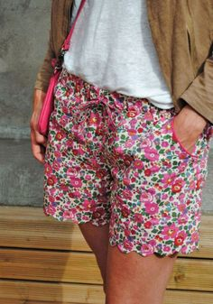Coudre un short : les + beaux patrons de couture et DIY Sewing Shorts, Diy Shorts, Sewing Clothes, Diy Clothes, Comfy Shorts, New Yorker Mode, Liberty Of London Fabric, Liberty Print, Diy Vetement