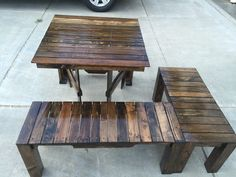 Amazing Pallet Balcony Lounge Set  #bench #design #entrance #foldingtable #garden #lobby #loungeset #outdoor #palletbench #palletfurniture #palletlounge #recyclingwoodpallets Do you have a small balcony or narrow little hallway? Youcan make custom-fit furniture, such as this Pallet Balcony Lounge Set! It includes an L-sha...