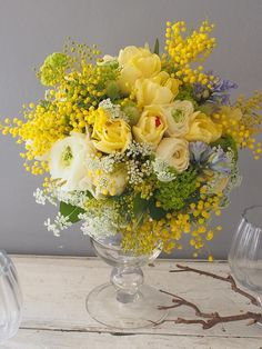 How to Plant Potted Flowers Outdoors in the Soil : Garden Space – Top Soop Yellow Flower Arrangements, Beautiful Flower Arrangements, Flower Centerpieces, Floral Bouquets, Flower Decorations, Pretty Flowers, Yellow Flowers, Spring Flowers, Deco Floral