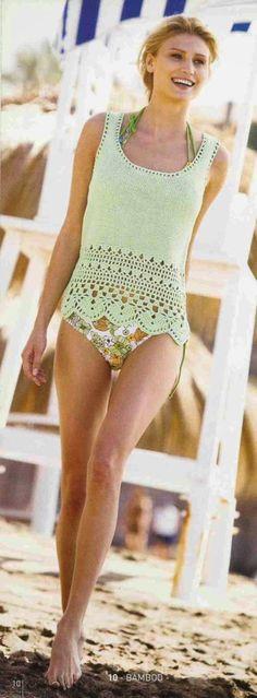 """¿Que tal esta salida de baño? Hermosa blusa elaborada a crochet o ganchillo y knitting o dos agujas en hilo color verde. El patrón es el que dice """"10 Bamboo"""""""