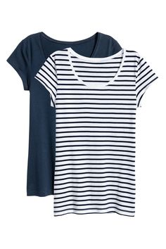 Fitted short-sleeved tops in organic cotton jersey. Glass Slipper, Workout Shorts, Blue Stripes, Organic Cotton, Dark Blue, Lady, Mens Tops, Outfits, Shopping