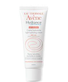 Avène Hydrance Optimale UV légère avec sa texture aérienne laisse la peau souple et matifiée avec un fini légèrement poudre.
