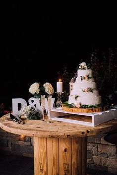 wedding cakes table 17 ideas for wedding rustic cake table Wedding Set Up, Trendy Wedding, Wedding Reception, Wedding Flowers, Dream Wedding, Wedding Backyard, Wedding Cake Tables, Wedding Ideas, Reception Ideas