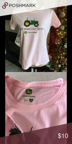 John Deere Tshirt NWOT Excellent condition-brand new John Deere Tops Tees - Short Sleeve