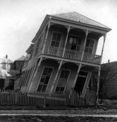 The Great Galveston Hurricane of 1900 Lacking modern forecasting technology, the residents of Galveston, Texas, didn't have advance warning of the great hurricane of 1900, which killed 8,000 people.