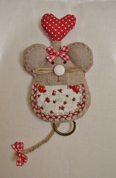 Resultado de imagem para patchwork case for key Mouse Crafts, Felt Crafts, Fabric Crafts, Sewing Crafts, Sewing Projects, Handmade Crafts, Diy And Crafts, Key Covers, Love Sewing