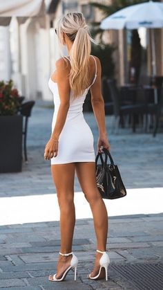 mini skirts and sexy legs: Photo Sexy Outfits, Sexy Dresses, Short Dresses, Fashion Outfits, Tight Dresses, Mini Dresses, Beautiful Legs, Gorgeous Women, Beautiful Clothes