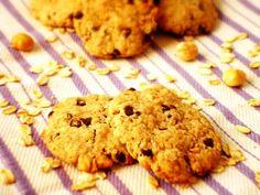 Biscotti ai fiocchi d'avena con nocciole e cioccolato, senza uova né latticini