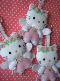 Hello Kitty Felt Ornaments Bearden Bearden Bearden Robinson Cloth: LOTS of wonderful felt items. Take a look, you won't be disappointed. Fabric Crafts, Sewing Crafts, Sewing Projects, Felt Projects, Hello Kitty Natal, Hello Kitty Christmas, Felt Christmas Ornaments, Angel Ornaments, Felt Decorations