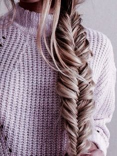 Loving this long and thick fishtail braid! Such a great hairstyle when you want something new and different!