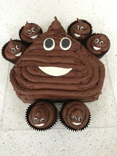 Emoji poo birthday cake made by @chillxx79 -thanks, M absolutely loved it !