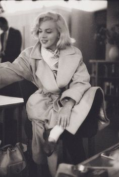 Old Hollywood Stars, Golden Age Of Hollywood, Hollywood Glamour, Classic Hollywood, Estilo Marilyn Monroe, Marilyn Monroe Photos, Marilyn Monroe Outfits, Veronica Lake, Photo Trop Belle