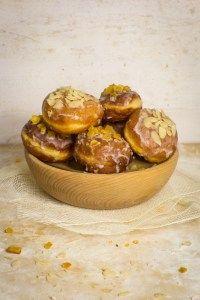 Pączki z przepisu Lucyny Ćwierczakiewiczowej Almond, Muffin, Breakfast, Food, Muffins, Almonds, Hoods, Meals, Cupcake