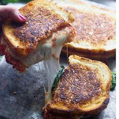 """5,959 Me gusta, 82 comentarios - @sano_y_delicioso en Instagram: """"Pizza -Sandwich  Necesitas : Pan integral Queso mozzarella de almendras u otro queso bajo en…"""""""