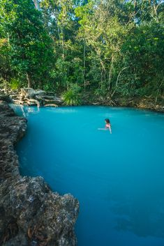 This ridiculously blue swimming hole in Australia. Cardwell Spa Pools - North Queensland. [OC] @caitensphoto
