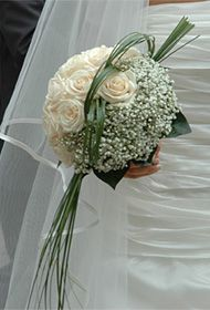 FLOWER TUTORIALS http://www.wedding-flowers-and-reception-ideas.com/make-your-own-wedding.html  Learn how to make bridal bouquets, corsages, boutonnieres, centerpieces and church decorations  Pomanders are always beautiful and they can be done cost ...