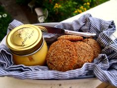 Almond biscuits with zest 30 Day Paleo Challenge, Sweet Recipes, Whole Food Recipes, Petite Kitchen, Primal Recipes, Biscuit Cookies, Paleo Breakfast, High Tea, Biscuits