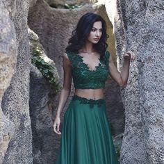 Tak už mám fotky z kampaně pro návrhářku Petru Pilařovou a jsem nadšená z výsledku! :) Prostě super tým! @petra_pilarova_fashion @jezisek #designer #dress #green #petrapilarova #brunette #inspiration #model #nature #romantic
