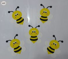 Bee Crafts For Kids, Bug Crafts, Crafts To Do, Arts And Crafts, School Picture Frames, Diy Paper, Paper Crafts, School Pictures, Classroom Decor