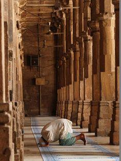 """""""Warum sollte Allah euch strafen, wenn ihr dankbar und gläubig seid? Allah ist dankbar und allwissend."""""""