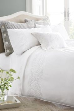 Fancy some bedding with some embroidery on it? This is your perfect bedding set!