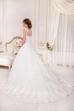 Design 56 from Angelo Medici collection #slanovskiy #weddingdress #gown #angelomedici