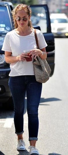Minka Kelly shows off shapely thighs and pert derrière in funky geometric leggings Jack Purcell Outfit, Converse Jack Purcell, Weekend Style, Weekend Wear, Minka Kelly Style, Diva Fashion, Fashion Ideas, Mother Denim, Effortless Chic