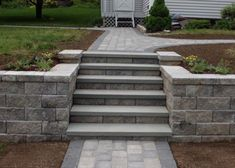 Learn more about Bahler Brothers custom stone and paver steps and get ideas for your next project in the Northern and Central Connecticut region. Retaining Wall Steps, Backyard Retaining Walls, Concrete Retaining Walls, Sloped Backyard, Sloped Garden, Retaining Wall Blocks, Front Walkway, Front Yard Landscaping, Front Steps