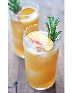 Le jus réparateur L'équation gagnante ? Pomme + ananas + gingembre + menthe  Pour soigner le dessèchement et la déshydratation, on mise sur un shot bien équilibré entre antioxydants et bétacarotènes. Idéal, l'ananas pour aider les cellules à se régénérer mais top aussi le duo pomme-gingembre pour lutter contre les radicaux libres et réparer en douceur.