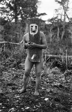 The Lost Tribes Of Tierra Del Fuego: Rare And Haunting Photos Of Selk'nam People Posing With Their Traditional Body-Painting. One of the last such ceremonies was performed in 1920 and recorded by the missionary, Martin Gusinde. Urbane Kunst, Haunting Photos, People Poses, Lomography, Diy Halloween Decorations, Tribal Art, People Around The World, Body Painting, Folklore