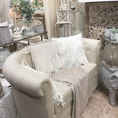 Canapé sofa en lin   KOTECAZ  #canapé #lin #canapébeige Style Classique, Sofa, Couch, Love Seat, Furniture, Home Decor, Beige Sofa, Chesterfield Sofa, Classic Chic