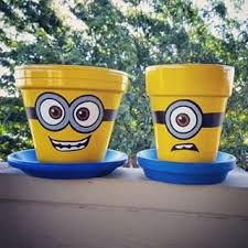 Have you seen these Minion terra cotta pots that people are making? The flower pots with Minion characters painted on them? They are SO cute! They're called Minion Pot People. Such a fun and easy DIY…MoreMore Flower Pot Art, Clay Flower Pots, Terracotta Flower Pots, Flower Pot Crafts, Clay Pots, Diy Flower, Flower Pot People, Clay Pot People, Clay Pot Projects