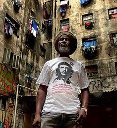 LIDERANÇA: O BAIANO NELSON É RESPONSÁVEL PELA OCUPAÇÃO DA RUA MAUÁ, QUE JÁ DURA SEIS ANOS (Foto: Manoel Marques)