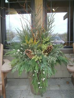 Evergreen container - Flower Garden İdeas İn Front Of House Christmas Window Boxes, Christmas Urns, Rustic Christmas, Christmas Wreaths, Christmas Crafts, Outdoor Christmas Planters, Outdoor Christmas Decorations, Outdoor Planters, Christmas Arrangements