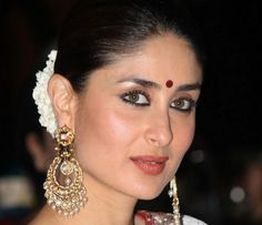 Her eye makeup looks are easy yet give a smokey effect and makes her eyes look mesmerizing. We have compiled Kareena Kapoor's eye makeup look with some explanation on how to get the eye makeup like Kareena Kapoor.