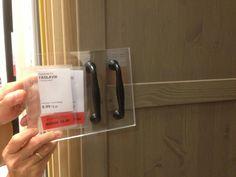 Handgrepen paxkast op grijs/bruine deuren